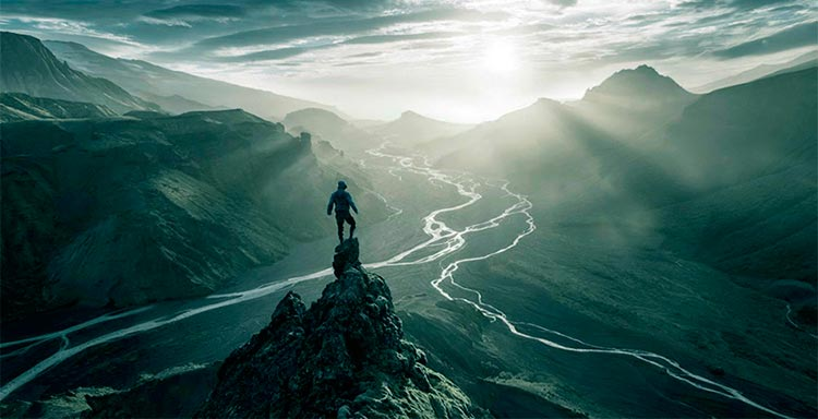 Человек на пике горы
