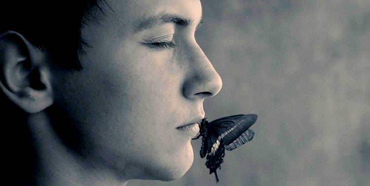 Бабочка на губах