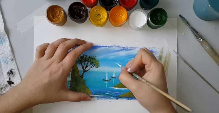Мальчик рисует морской пейзаж